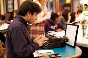 Kirjoituskone ja tabletti